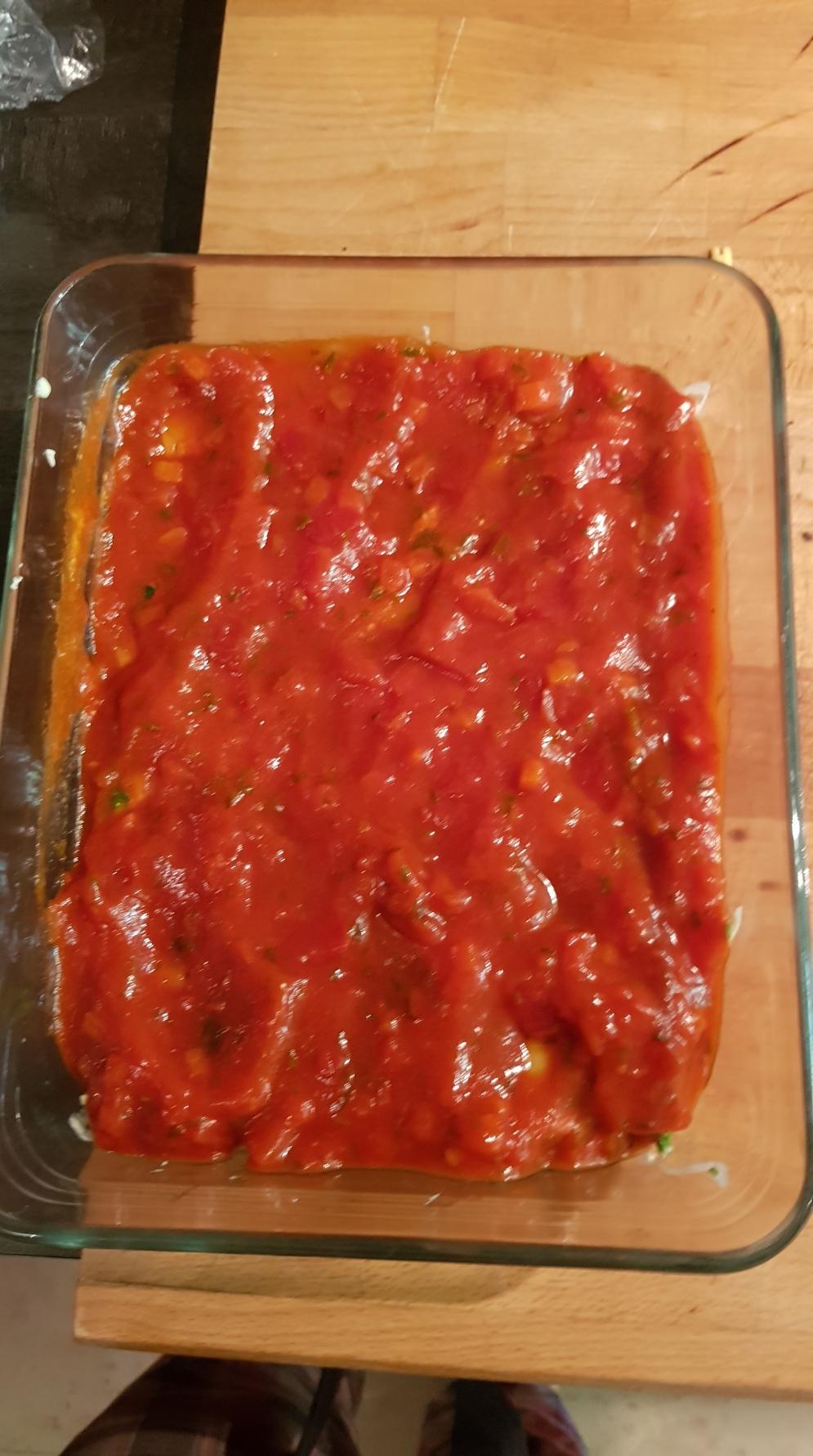 on recouvre de sauce tomate